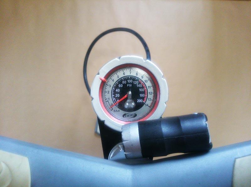 空気圧ゲージ