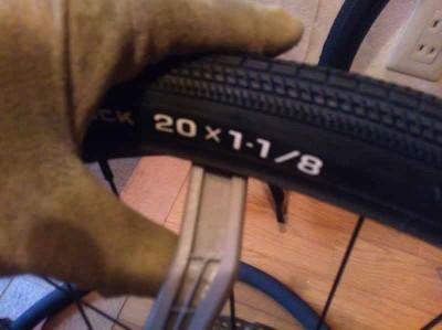 ミニベロ細タイヤのビードはかっちかち