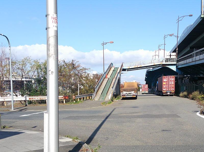 もれなく上る陸橋の激坂