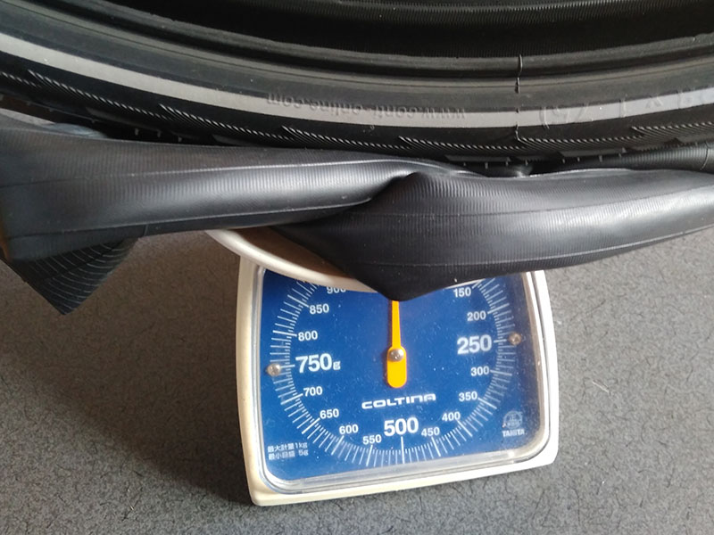 タイヤとチューブで1kg!