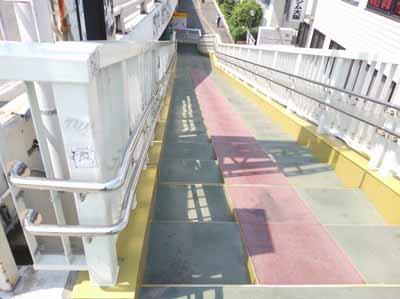 西中島新御堂筋への階段