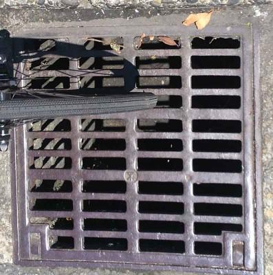 大阪市内道路排水溝蓋