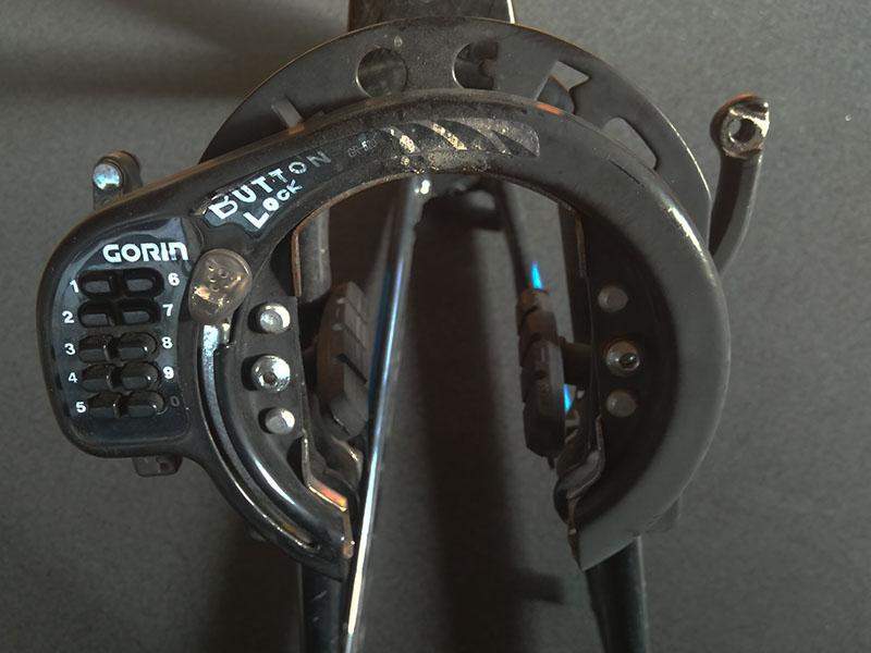 VブレーキとGORINボタン式リング錠