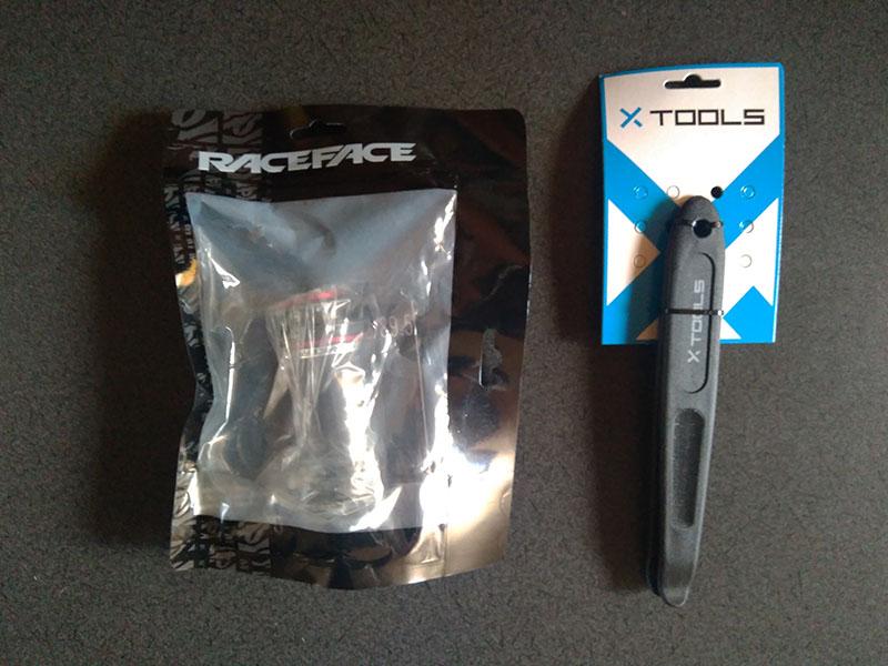 Raceface BB92 と X-toolsタイヤレバー