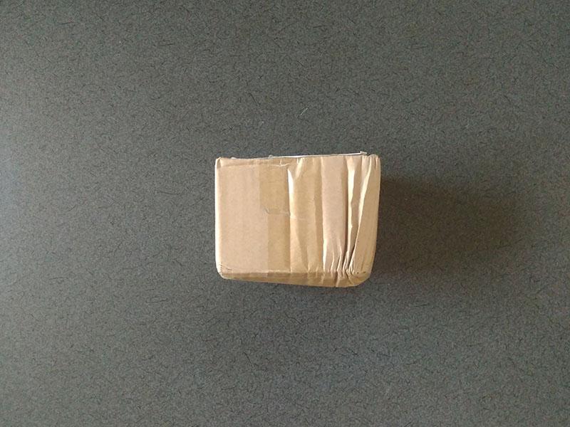 へしゃげた小包