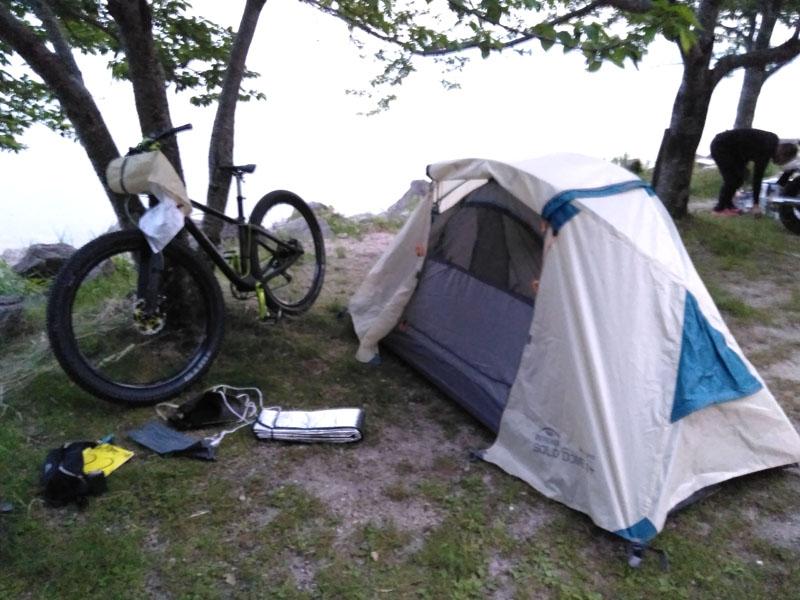 なんとかテント設営完了