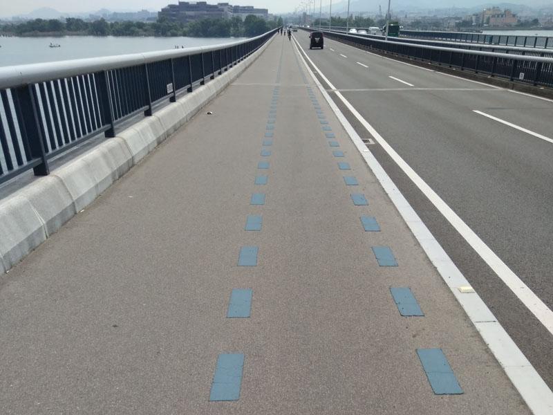 近江大橋歩道の自転車レーン