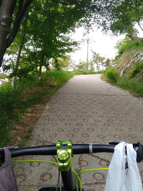 六甲山頂へのラスト坂