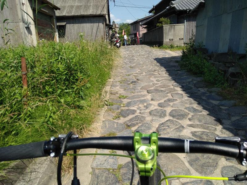 峠のゴールの茶屋前 奈良と大阪境界