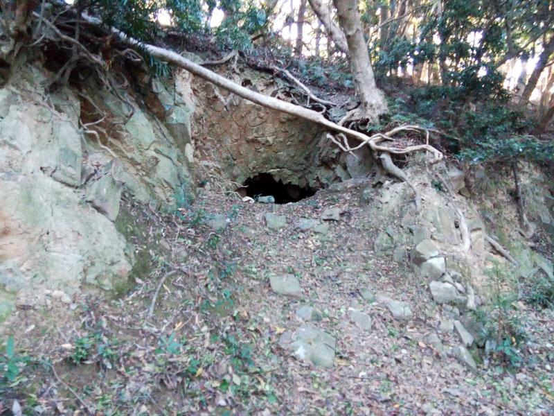 あやしい洞穴