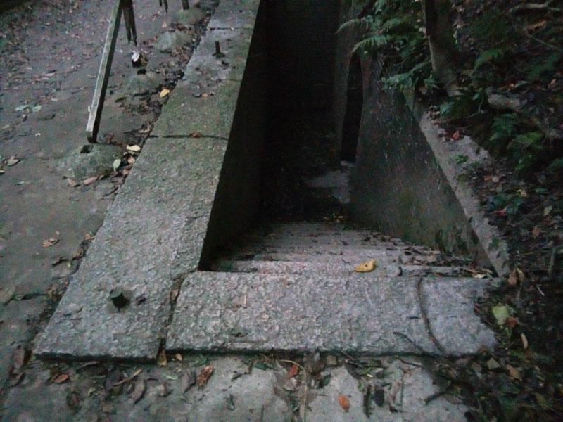 なんだ、この階段はあ?!