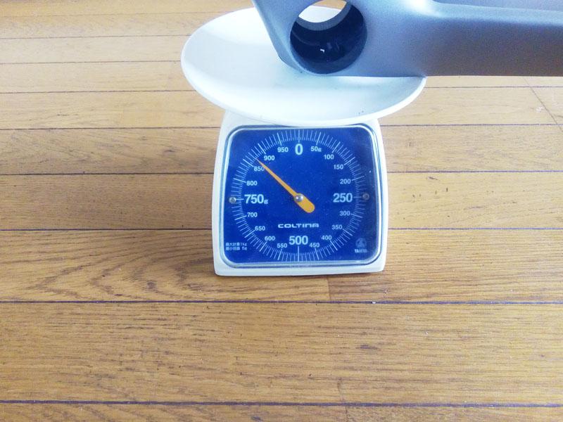 カーボンフレームの重さ 870g
