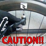 ロードバイクの空気の入れ方 レバーとヘッドで怪我しない無敵ワザ