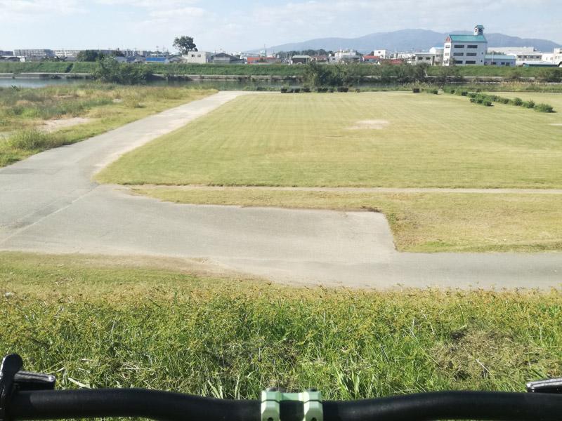 練習に絶好の猪名川河川敷の芝生ゾーン