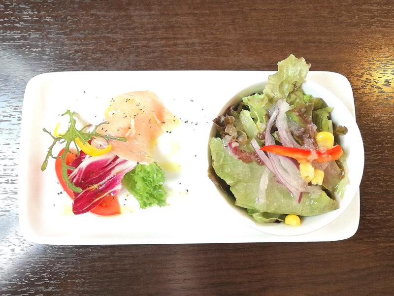 ふつうのサラダ