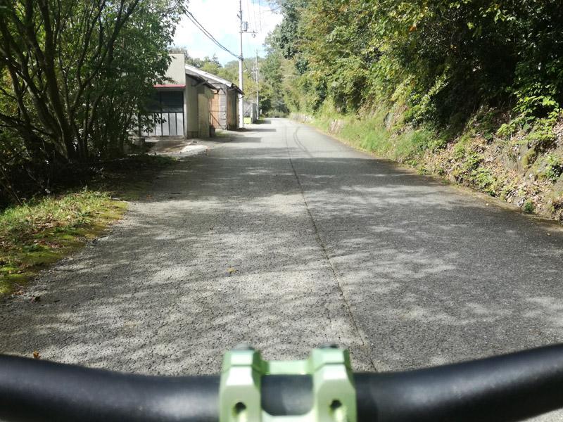 多田銀銅山悠久の館への道路