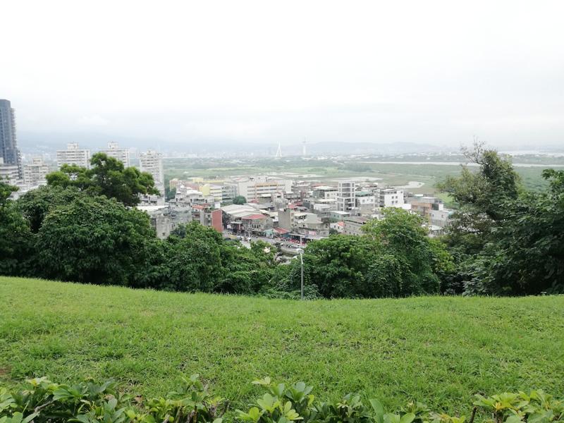 関渡宮の霊山からの台北都心部