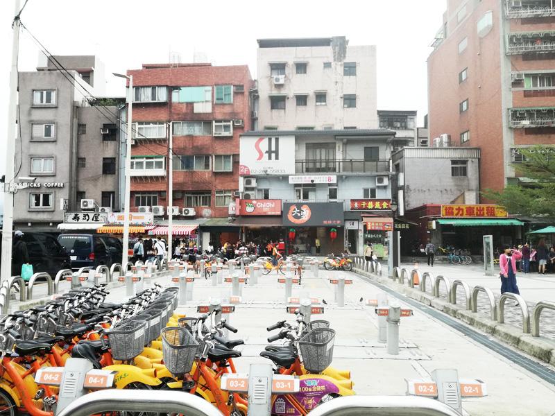 淡水駅前のYoubikeステーション