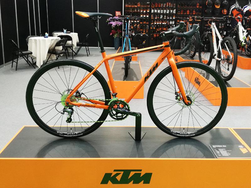 オートバイのKTMの自転車