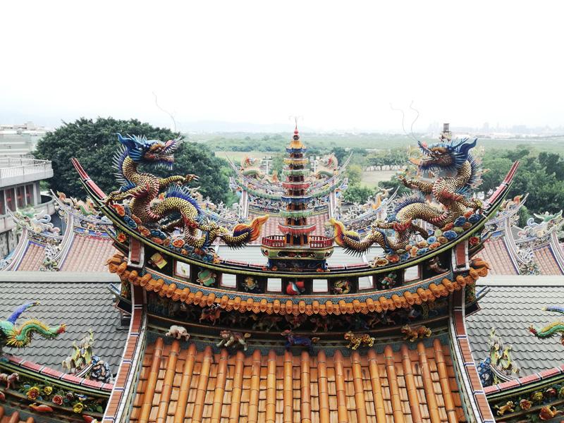 関渡宮の屋根のかざり