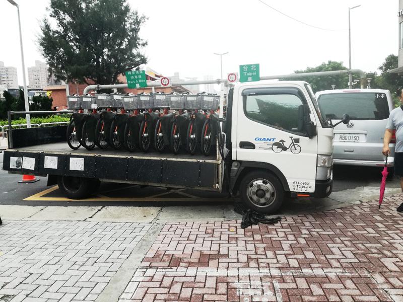 GIANT印のトラックが改修