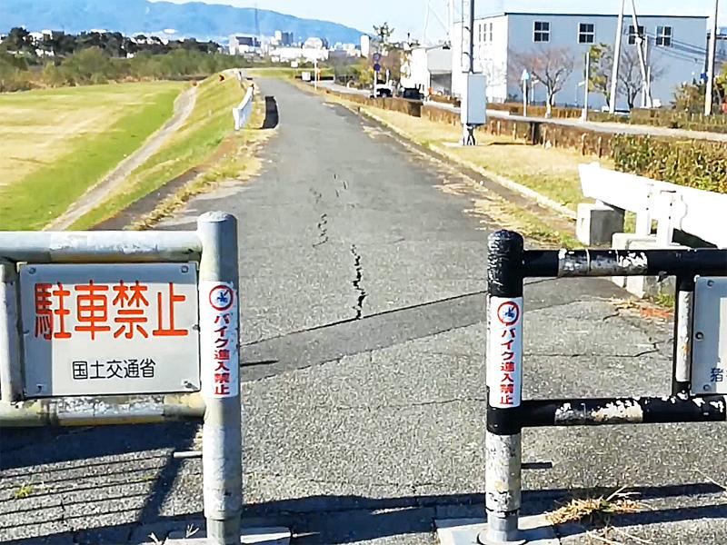 猪名川サイクリングロードの車止め