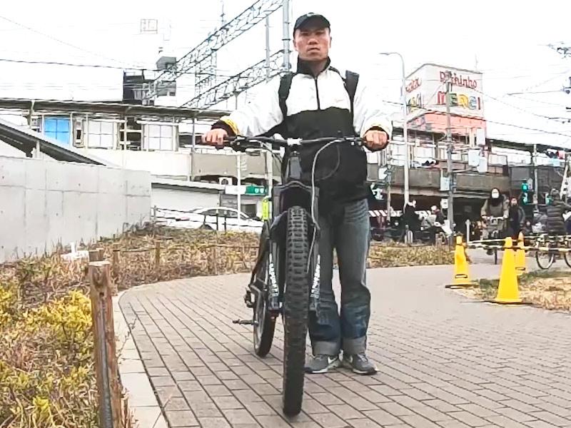 ふだんのB4C氏の近影-阪急神崎川駅より