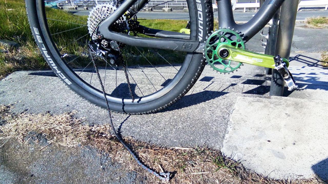 自転車のチェーンが外れた