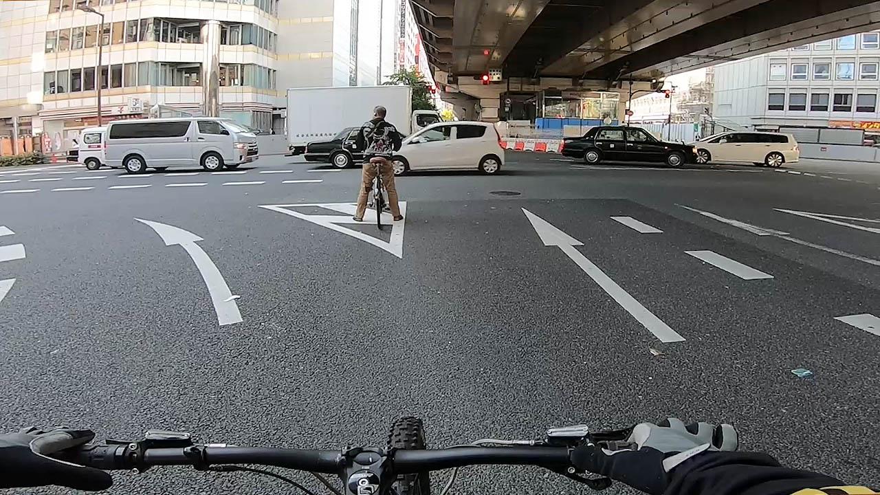 信号待ちの自転車