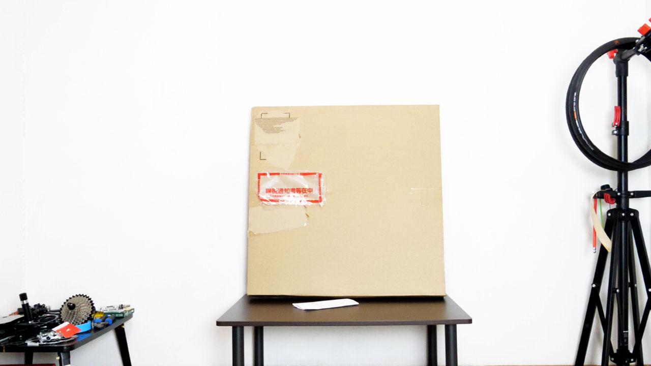 赤文字の袋は課税通知の証