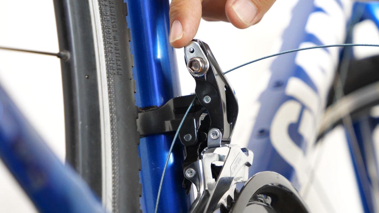 クロスバイクのフロントディレイラー バンドタイプ