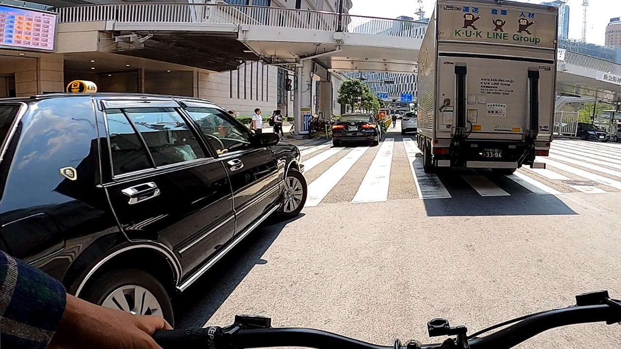 タクシーは駅前地蔵か?